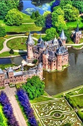 castle in Netherlands cool photo